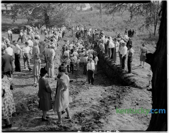 A crowd gathered to watch scientists search for bones from prehistoric animals at Blue Licks State Park in Nicholas County in September 1946. Published in the Lexington Herald September 16, 1946. Herald-Leader Archive Photo