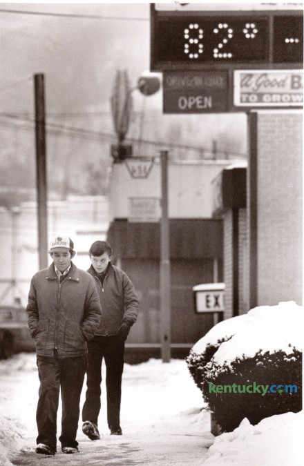 A bank's time and temperature display appeared overly optimistic as pedestrians walked along a snow-covered sidewalk on East Main Street Hazard January 28, 1987. Photo by Jim Wakeham | Staff