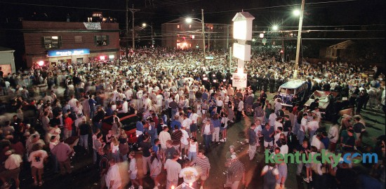 Thousands of Kentucky basketball fans rush to the junction of Euclid and Woodland Avenue March 30, 1998 in Lexington to celebrate Kentucky winning the NCAA Championship game over Utah, 78-69. Photo by Joseph Rey Au