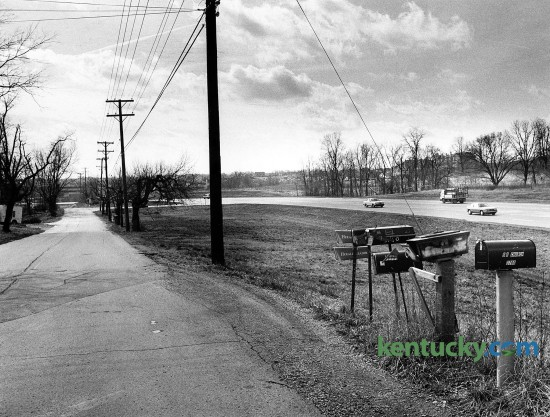 On the left, a section of Old Tates Creek Pike while to the right is Tates Creek Road, Feb. 8, 1989. The photo is taken from Jonestown Lane looking south. The left side would later become the Glen Creek neighborhood. The right side of Tates Creek Road in this picture would become the location of a Lexington Public Library branch in 2001. In 1985, Tates Creek was widended from a two-lane road to five lanes from Armstrong Mill Road out past Man o' War Boulevard to the Hartland neighboorhood. Photo by Frank Anderson | staff